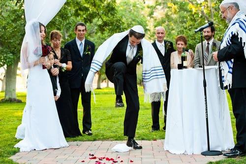 novio rompre el vaso en boda judia