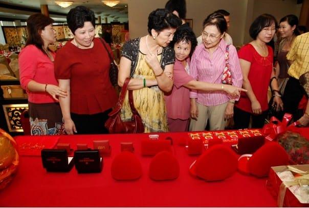 Intercambio de regalos en compromiso en china