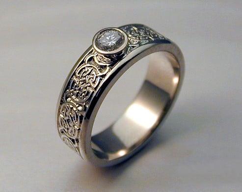 Los mejores anillos c lticos de 2016 descubre el claddagh - Anillo de casado mano ...