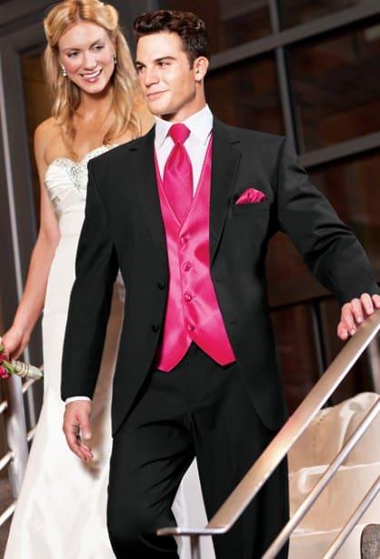 novio con corbata y chaleco rosas