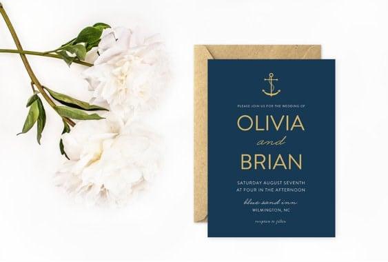 invitación minimalista azul marino