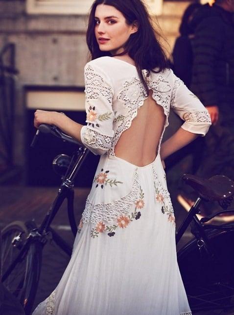 vestidos de novias hippies con flores estampadas