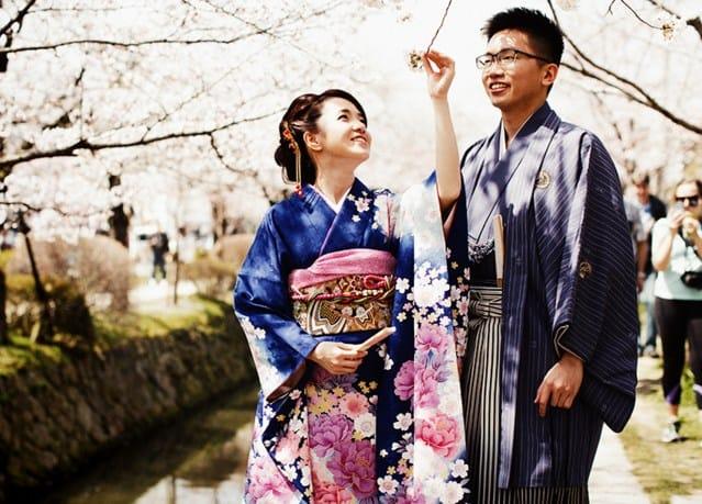 Novia japonesa se masturba con su hombre palpitante