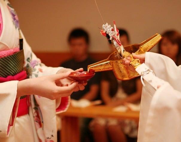 sake en la boda japonesa