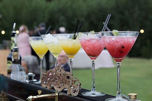 El cocktail en una boda en el bosque