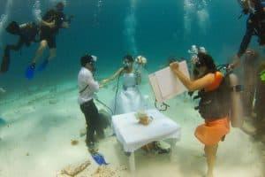 Boda bajo el agua con fotógrafo
