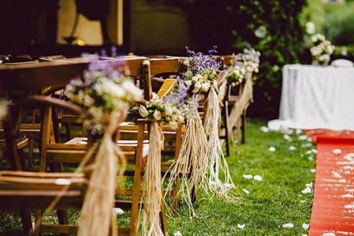 Decoración de ceremonia en boda silvestre