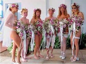 Damas de honor nudistas