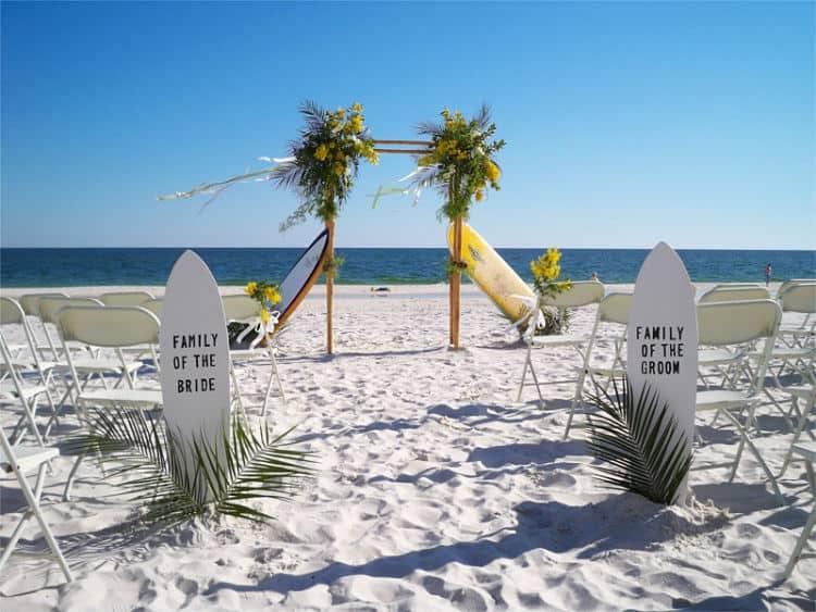 El altar de una boda surfera