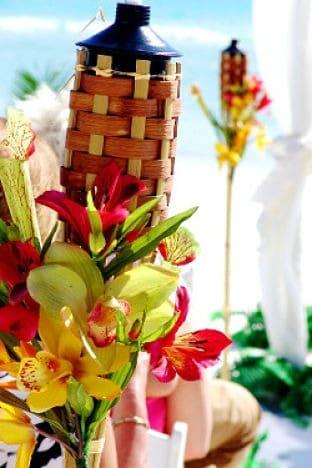 Flores para decoración de boda hawaiana