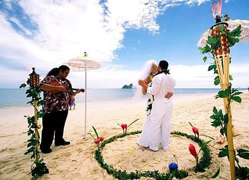 La ceremonia en una boda hawaiana