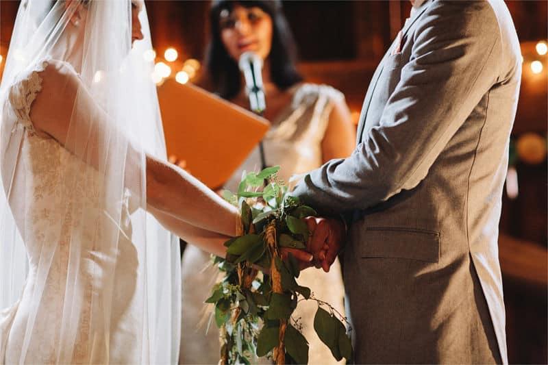 Ritual de la unión de manos en una boda celta
