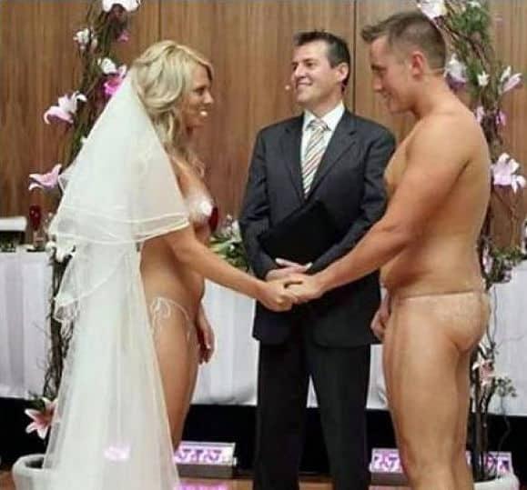 Oficiando una boda nudista