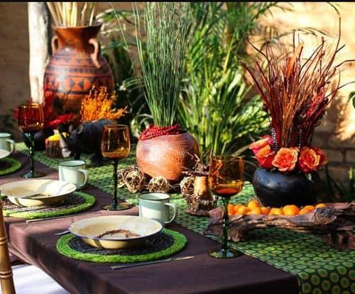 Mesa de invitados a boda africana