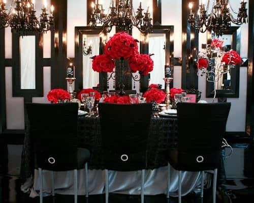 Mesa de los invitados de una boda rockera