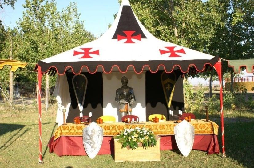 Mesa presidencial en una boda medieval