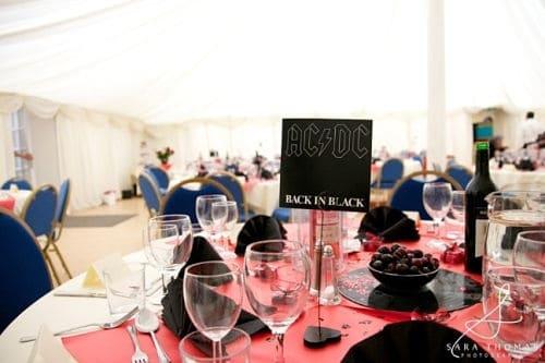 Mesas en boda rockera