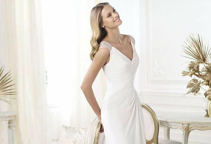 Vestido sencillo en novia bajita