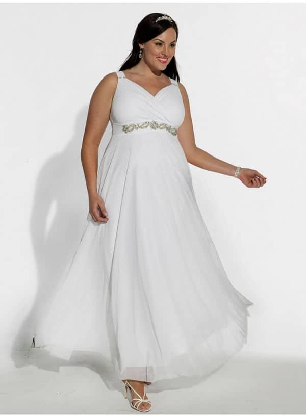 Novia curvy con vestido de vuelo