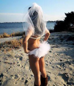 Otra manera de ir a una boda nudista