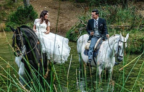 Novios en su boda ecológica