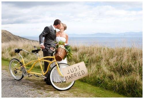 Recién casados en bici