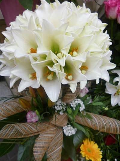 Bouquet de lirios blancos
