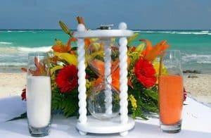 Ritual del reloj de arena en una boda hawaiana