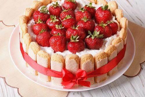 Tarta charlotte y fresas