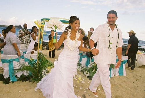 Vestidos de los novios en boda hawaiana