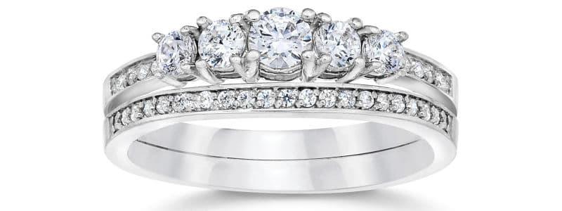 425c428f2793 Alianza en oro blanco de 10 kilates y 33 diamantes. Si te gusta este anillo