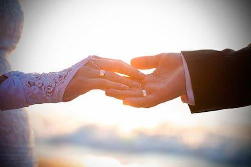 D nde se coloca el anillo de boda o compromiso 2018 - Anillo de casado mano ...