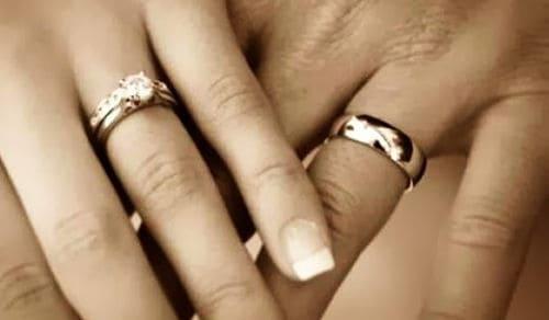 En que dedo usan anillos los hombres