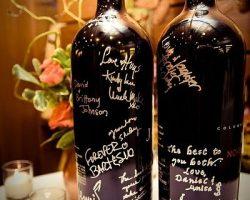 Libro de firmas en botella de vino