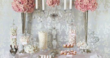 Mesa de chuches con candelabros
