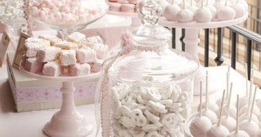 Mesa de chuches con todos rosa pastel