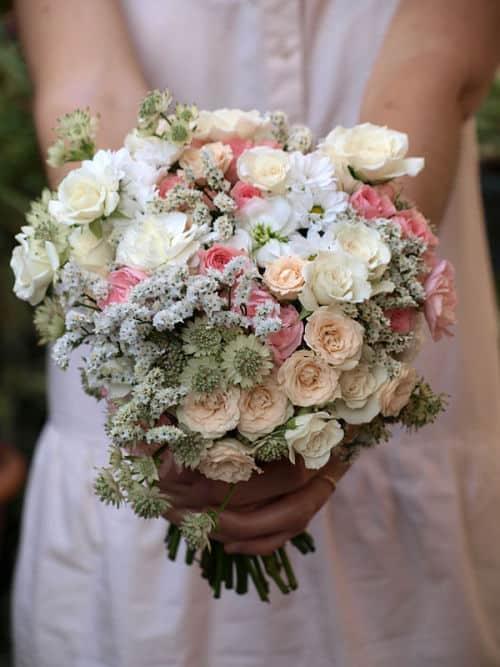 Ramo nupcial de flores pequeñas