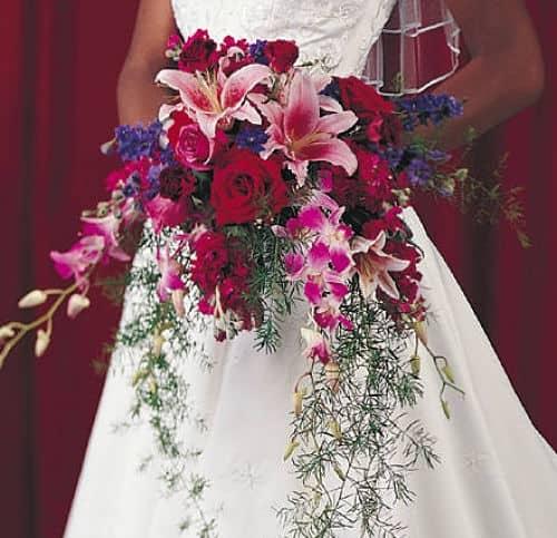 Ramo de novia gigante asimétrico