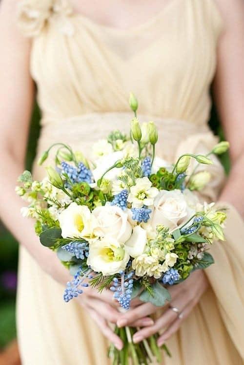 Ramo con flores de jardín inglés