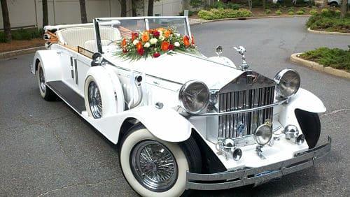 olls Royce con decoración floral para boda