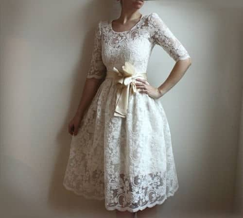Vestido corto novia embarazada con sobrevestido de encaje