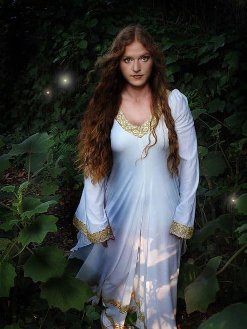 Vestido novia embarazada tipo túnica medieval