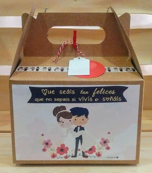 Caja recién casados llena de dulces