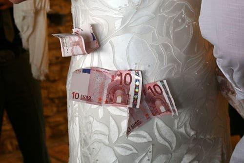 Dinero en vestido de novia