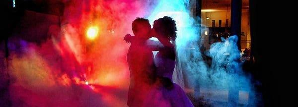 Novios en fiesta boda
