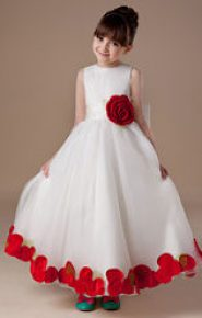 Vestido de dama de honor blanco con flores rojas