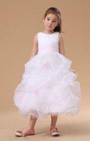 Vestido de dama de honor blanco y rosa con falda voluminosa
