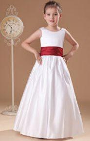 Vestido de dama de honor con cinturón rojo