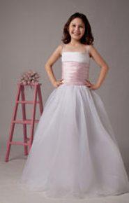 Vestido de dama de honor con el cuerpo rosa