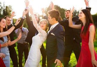 Amigos en la boda de uno de ellos